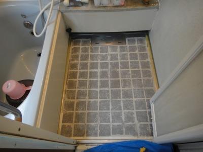 お風呂(浴室)床面バスナフローレ 施工中